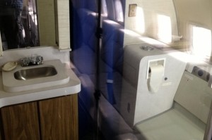 o-AIR-FORCE-ONE-BATHROOM-facebook